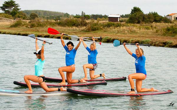 Quatre personnes font du paddle avec Alma Nautic près du Grau du Roi (30)